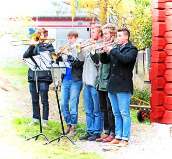 trumpetfanfar_invigning_sjöstugan copy